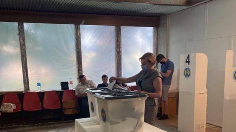 FOTO Scurt pe doi. Mariana Durleșteanu: Am votat. Unde și-a exercitat dreptul la vot?