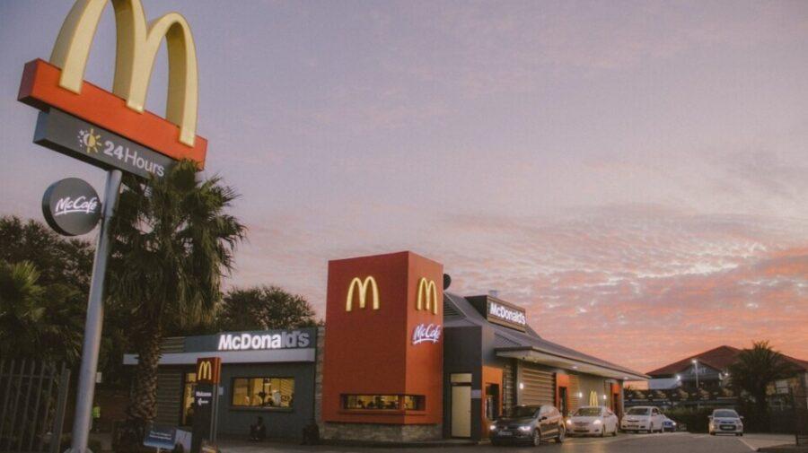 Un american a amenințat că va arunca în aer McDonald's din cauza sosului