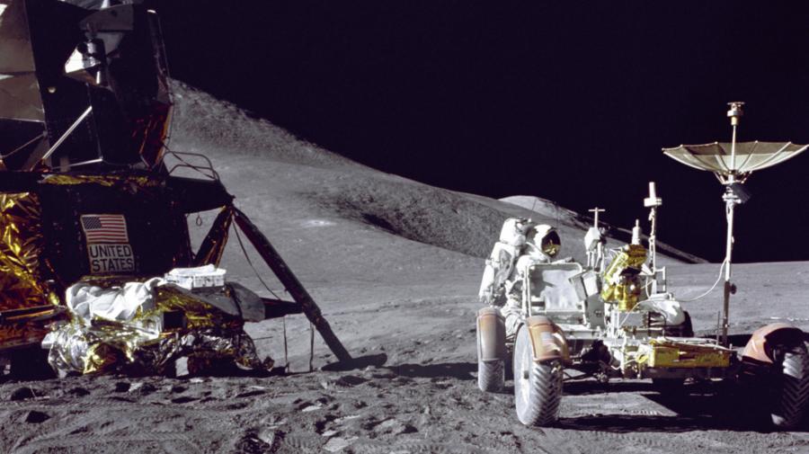 Imagini spectaculoase de la prima misiune în care NASA a trimis un vehicul pe Lună: 50 de ani de la Misiunea Apollo 15