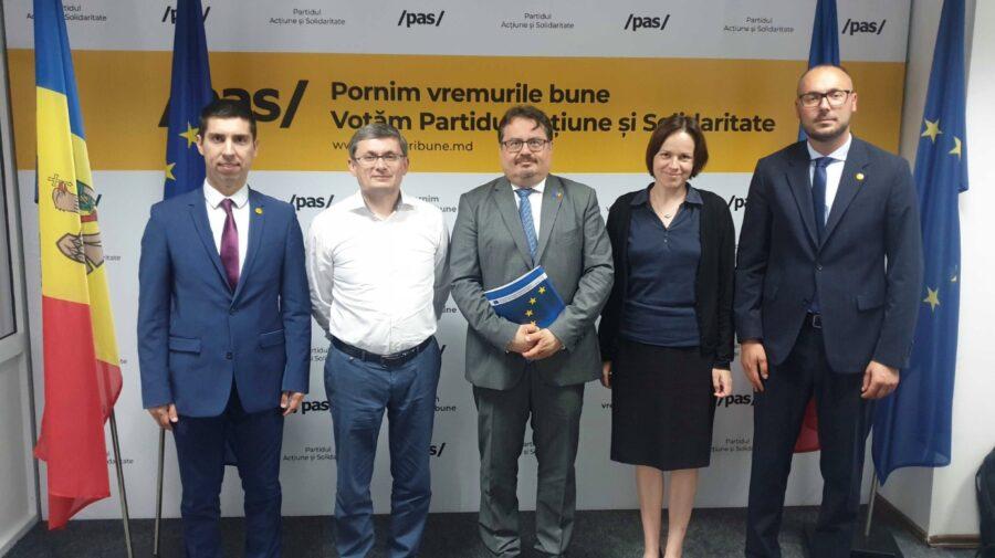 Moldova va primi cele 600 de milioane de euro promise de UE. Michalko i-a asigurat pe deputații aleși ai PAS