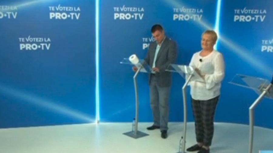 VIDEO HÂRTIE IGIENICĂ, cadou pentru Platon într-un studiou TV: Să nu mai mănânce rahat în fața moldovenilor