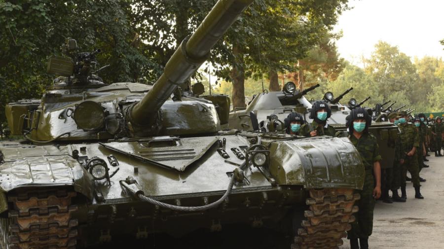 Câteva tancuri ruse au fost aduse în apropierea graniței Tadjikistanului cu Afganistan