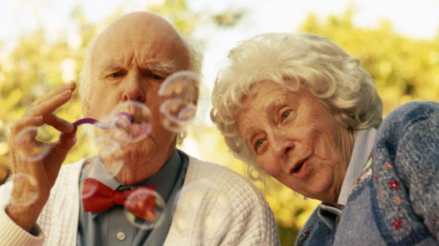 Este POSIBIL să cucerim bătrânețea? Ce spun oamenii de știință