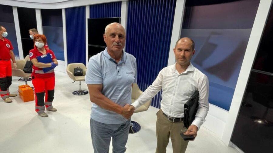 Împăcare, împăcare! Cosovan și Tofilat și-au dat mâna, după bătaia 18+ de la Jurnal TV
