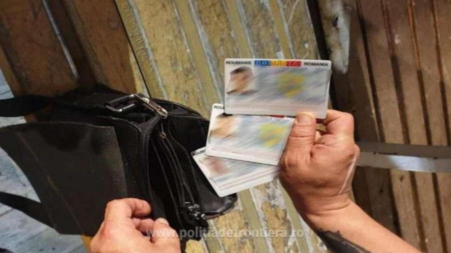 Documente FALSE, identificate la FRONTIERĂ. Urmau să ajungă în Franța