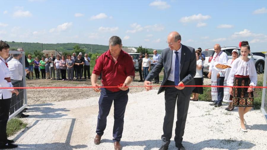 FOTO ZECE ani de muncă încununați cu SUCCES. Locuitorii satului SĂRĂȚICA NOUĂ vor avea, în sfârșit, apă și canalizare