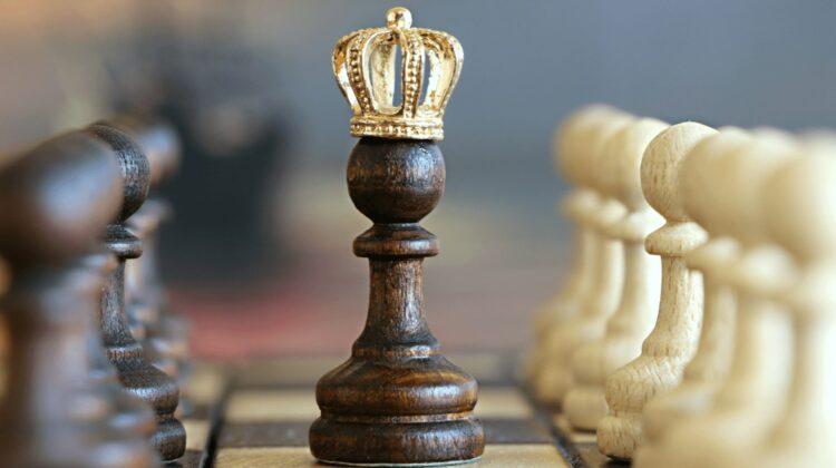 FOTO La doar 12 ani, el a devenit cel mai tânăr mare maestru din istoria şahului mondial