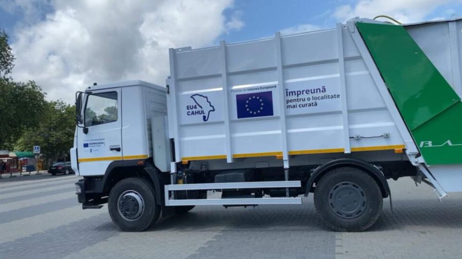 La Ungheni și Cahul au fost aduse două autospeciale pentru colectarea deșeurilor menajere. Din a cui bani?