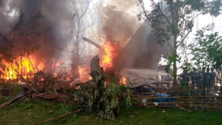 Un avion militar s-a PRĂBUȘIT în FILIPINE. Mai multe persoane au murit