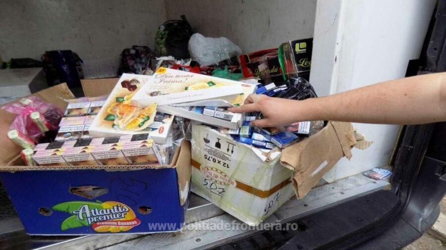 FOTO Urmau să ajungă pe piața neagră. Țigări și băuturi cu timbru de acciză Republica Moldova, descoperite la frontieră