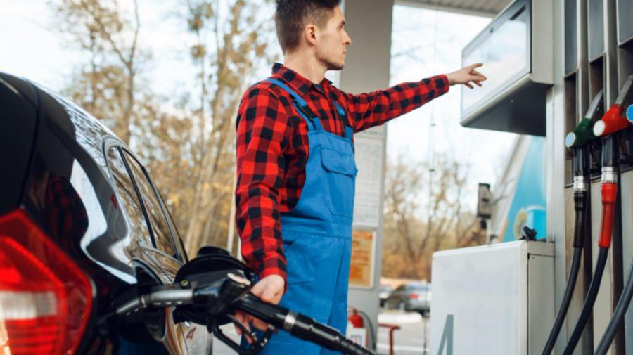 Benzina A 98 dispare din Moldova: Două mari rețele de stații de alimentare nu o mai au în vânzare. Ce spun experții