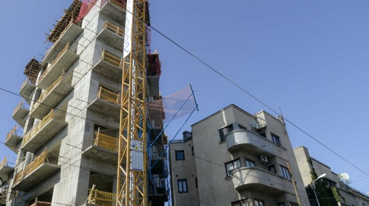 """ALERTĂ! Cinci angajați ai unei companii de construcții vor înfunda pușcăria pentru că au """"dus"""" de nas câțiva moldoveni"""