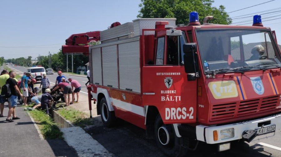 FOTO, VIDEO A fost nevoie de intervenția salvatorilor. Cal, prăbușit într-un șanț în raionul Fălești