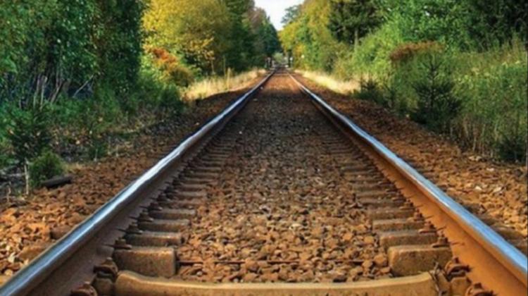 A murit în drum spre spital! Un tânăr a fost accidentat de un tren marfar în raionul Florești