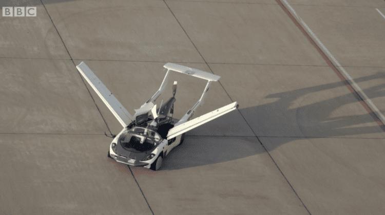 VIDEO, FOTO O Mașină zburătoare a trecut cu brio testele! Vehiculul a atins o viteză de 170 km/h