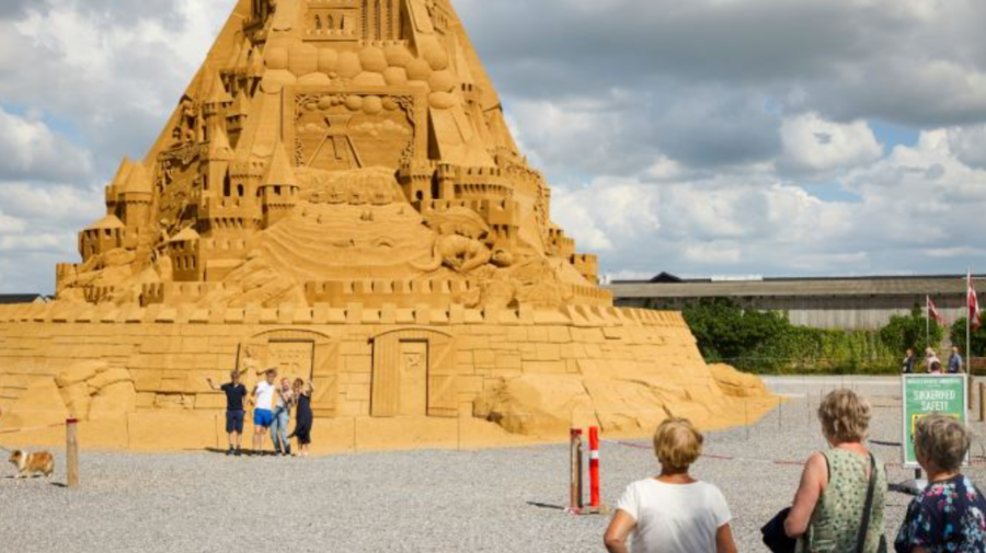 VIDEO Un nou Record Guinness! A fost construit cel mai înalt castel de nisip din lume! Cântărește aproape 5 000 de tone