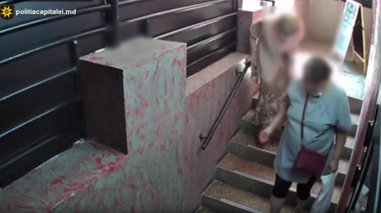 VIDEO O femeie din Ungheni s-a oferit să însoțească o bătrână până acasă, după care i-ar fi furat 15 000 de lei