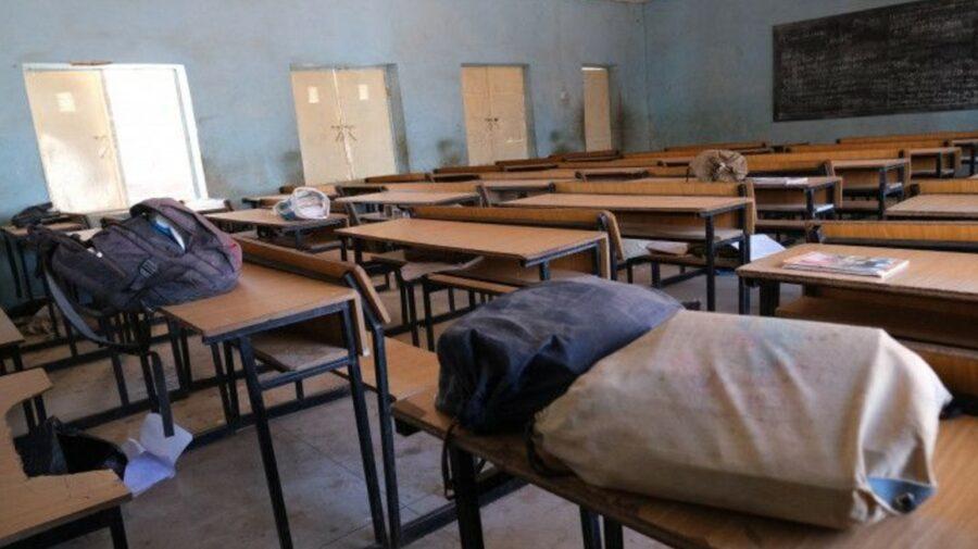 Un val de răpiri în școlile din Nigeria! A fost răpit și bărbatul trimis să plătească răscumpărarea celor 136 de copii