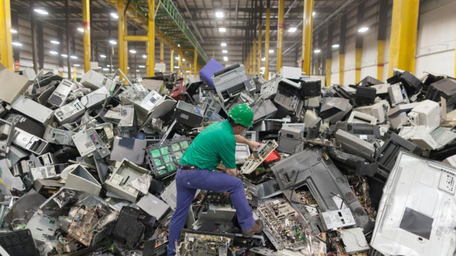 ZECE mii de tone de deșeuri electronice, generate anual în Moldova. Va fi creată o fabrică de reciclare a e-deșeurilor?