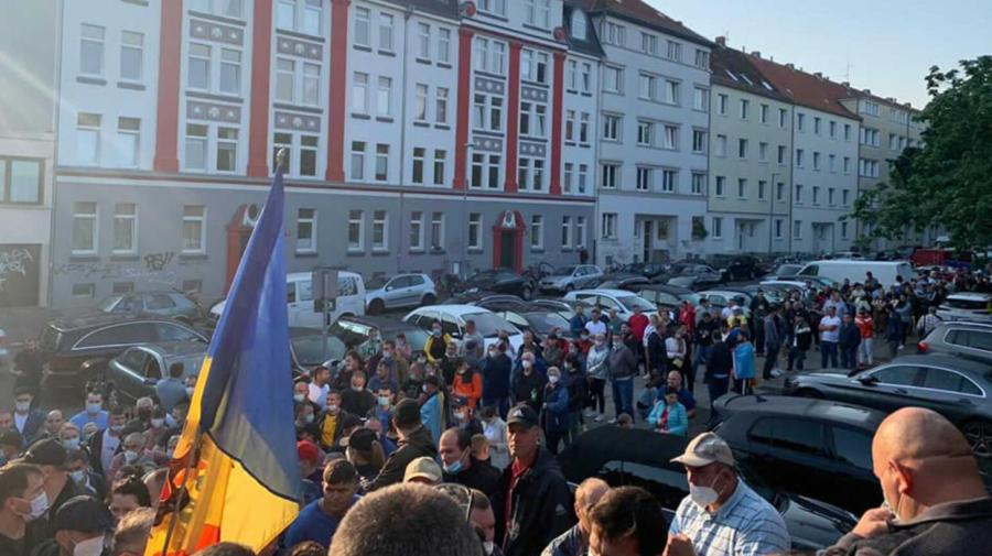 GALERIE FOTO Din toate colțurile lumii! Moldovenii din diaspora au ieșit la vot încă de la primele ore ale dimineții