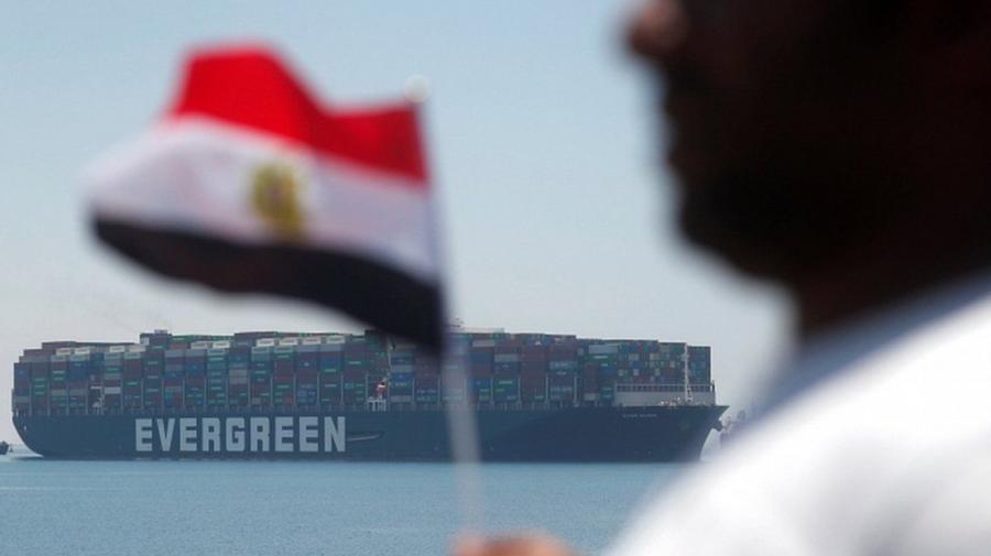 VIDEO Nava care a blocat Canalul Suez, după trei luni, pleacă din Egipt. Vezi momentul
