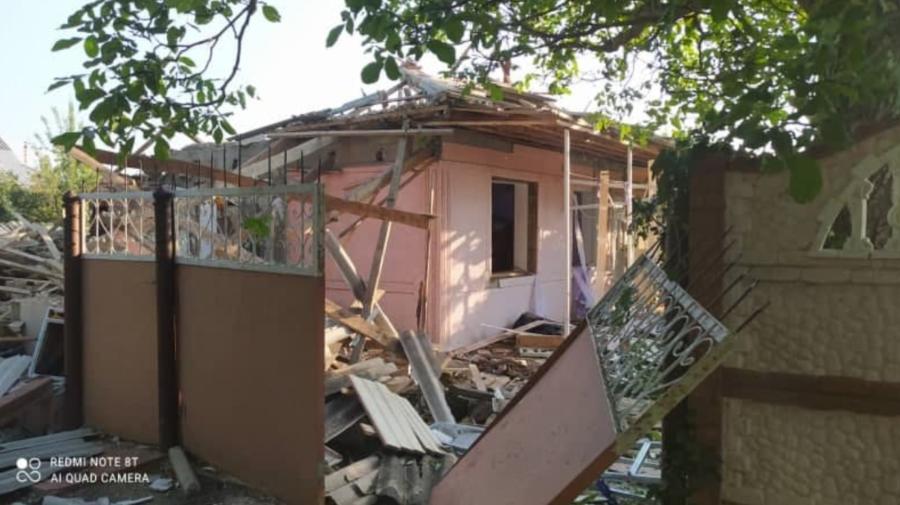 FOTO Deflagrație la Nisporeni. Proprietarul a suferit arsuri grave, iar 60 % din construcția casei a fost distrusă