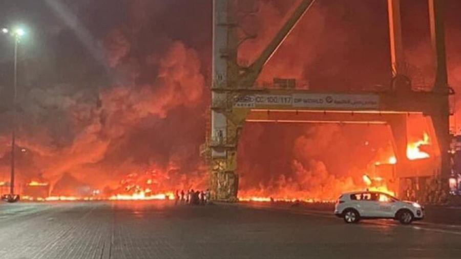 Dubai, zdruncinat de o explozie uriașă! Un petrolier a izbucnit în portul celui mai mare oraș din Emiratele Arabe Unite