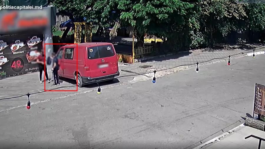 """VIDEO """"Pur și simplu stăteam și am văzut o…"""" Individ din Capitală, prins în flagrant când fura o geantă"""