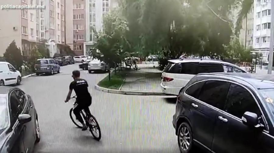 """Furt ziua în amiaza mare! Un tânăr de 27 de ani, cercetat penal după ce s-a """"îmbogățit"""" cu o bicicletă"""