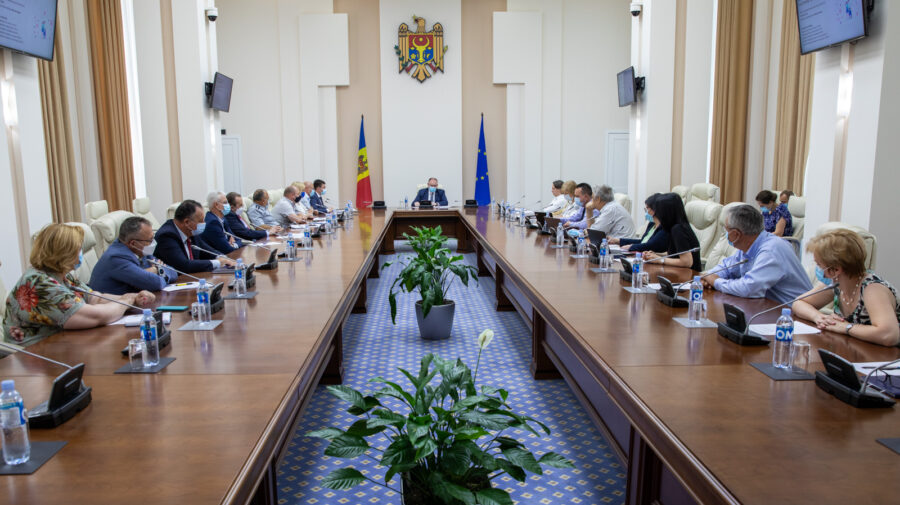 """Vaccinarea ar putea deveni obligatorie în Moldova! Pe ce categorii de oameni a """"pus ochiul"""" Guvernul"""