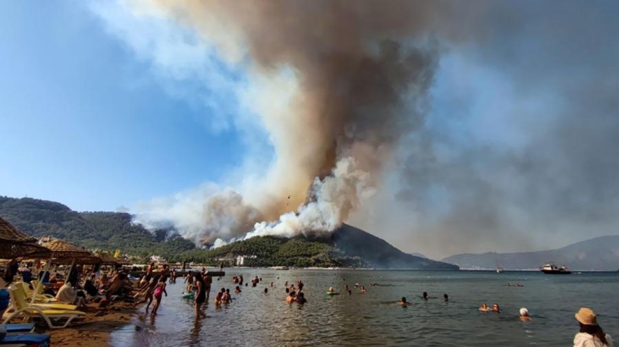 GALERIE FOTO Zile de coșmar au compromis vacanțele din Turcia: Cel puțin 4 morți în zeci de incendii de vegetație