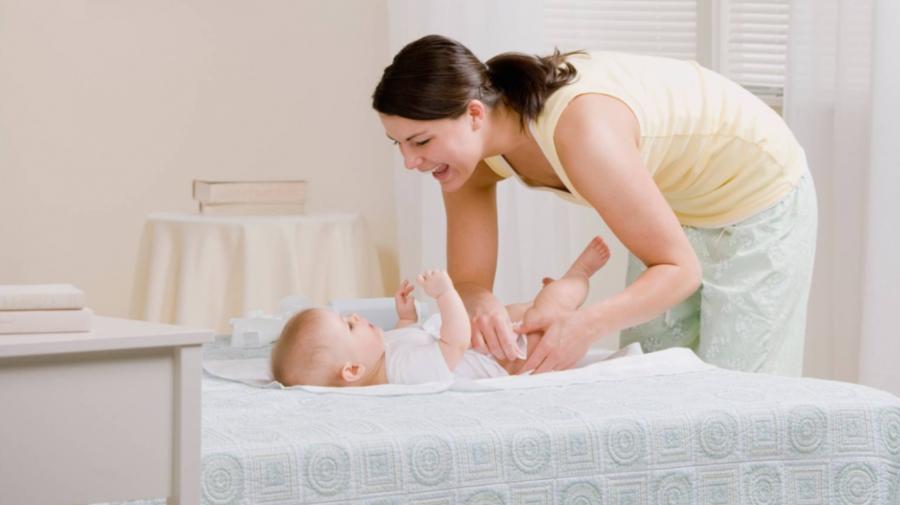 În sfârșit! Indemnizațiile de maternitate, finanțate. Care este suma totală