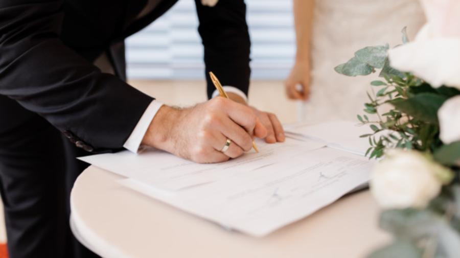 De la 1 iulie, înregistrarea căsătoriei nu va mai fi gratuită. Noi tarife pentru obținerea documentelor de identitate