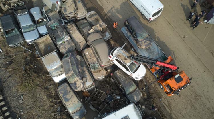 FOTO Inundațiile catastrofale din Germania: Munți de DEȘEURI formate din automobile de mii de euro