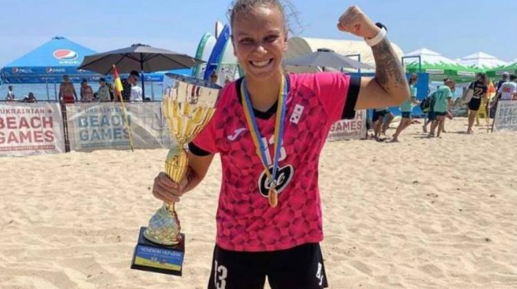 Mândrie pentru Moldova! Tânăra sportivă Irina Topal a devenit campioana Ucrainei la fotbal pe plajă