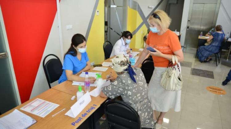 Maratonul de vaccinare doar pentru cadrele didactice continuă! Pe parcursul zilei de ieri s-au imunizat 550 de persoane