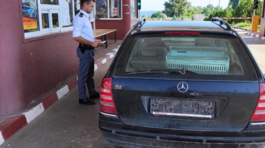 """Automobil cu """"probleme"""" descoperit de polițiștii de frontieră. Șoferul, bărbat în vârstă de 52 de ani"""