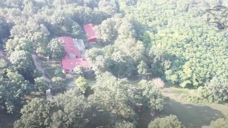 """""""Robii"""" lui Voronin la vila din pădurea Țiganca. Ce muncă îndeplinesc oamenii pentru confortul comunistului"""