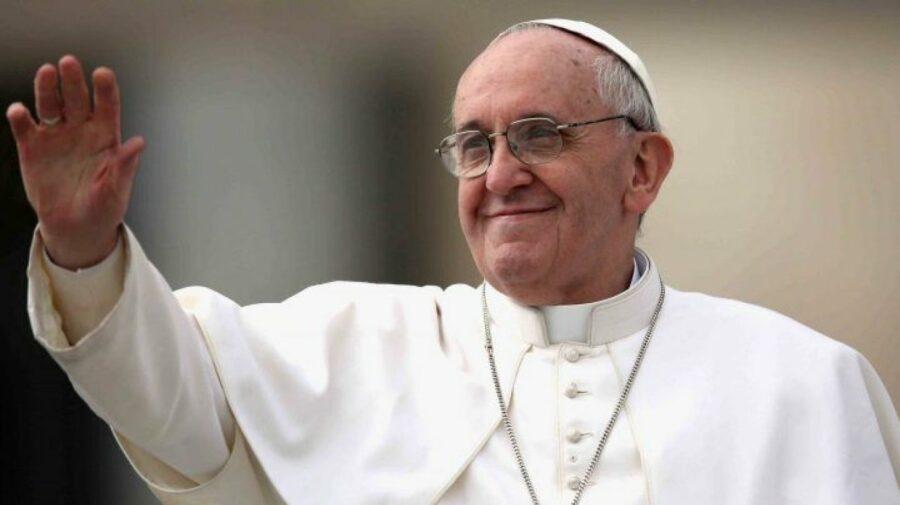 """Papa Francisc, la prima apariţie la Vatican după externare, se declară """"solidar"""" cu ţările afectate de inundaţii"""