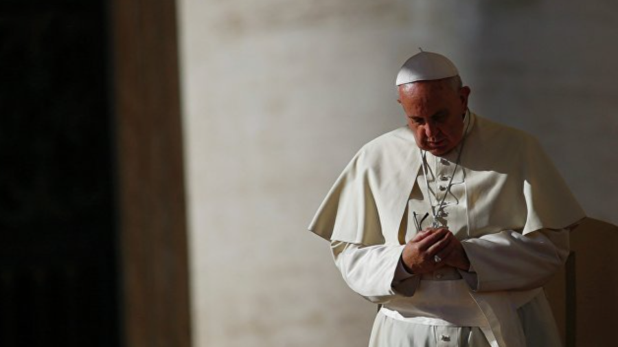 A fost INTERNAT în spital și URMEAZĂ să fie operat. Cu ce problemă se CONFRUNTĂ Papa de la Roma