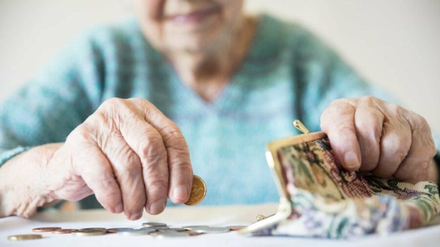 Bani.md: De la 1 iulie 2021, vârsta de pensionare pentru femei, mai mare
