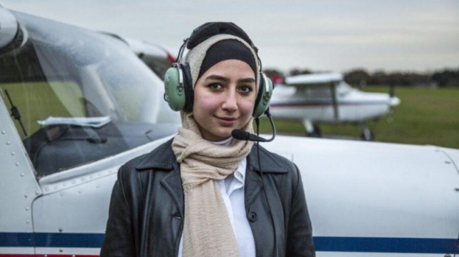 Istoria Mayei Ghazal – prima femeie siriană refugiată care a devenit pilot