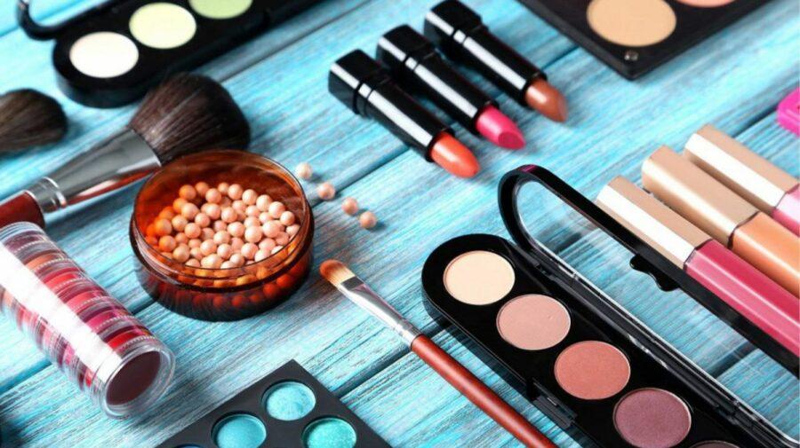 Cum să alegi produsele cosmetice pe timp de CANICULĂ? Sfaturi prețioase de la specialiști