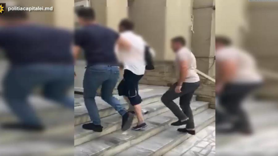 VIDEO A profitat de neatenția victimei și i-a furat bani din geantă. Ce pedeapsă riscă individul