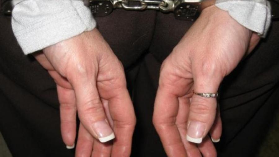 """VIDEO O așteaptă zile """"răcoroase"""". Ce infracțiune a comis o femeie din Fălești"""