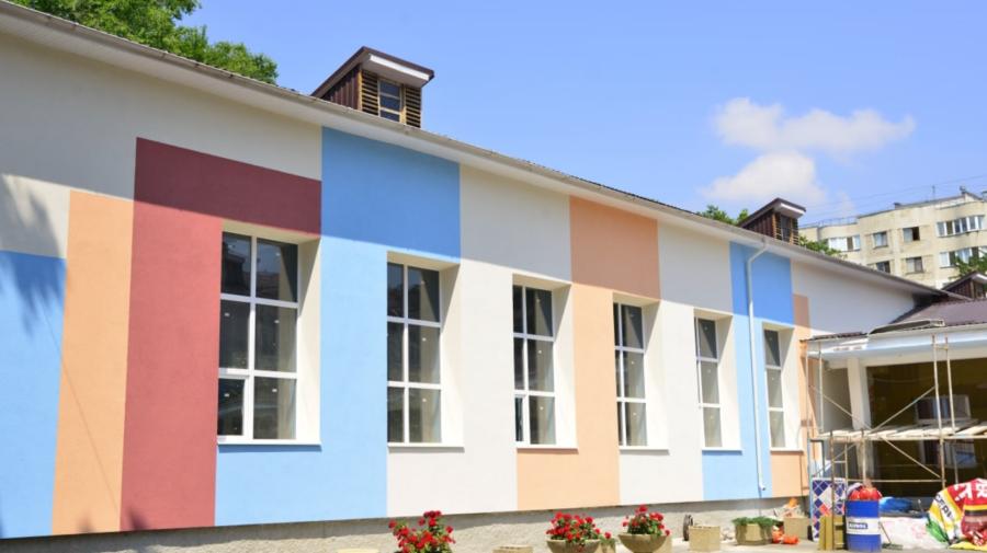 FOTO Mai multe instituții de învățământ din Capitală, renovate de punct de vedere termic. Cât vor dura lucrările