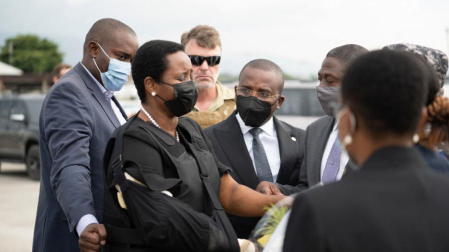 Martine Moise, soția președintelui haitian asasinat, a ieșit din spital. A revenit acasă îmbrăcată cu vestă antiglonț