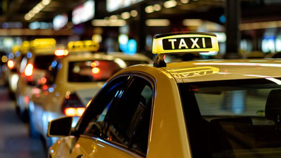 Recomandări pentru prestatorii de servicii TAXI: Dotați automobilul cu lampă de taxi în stare funcţională