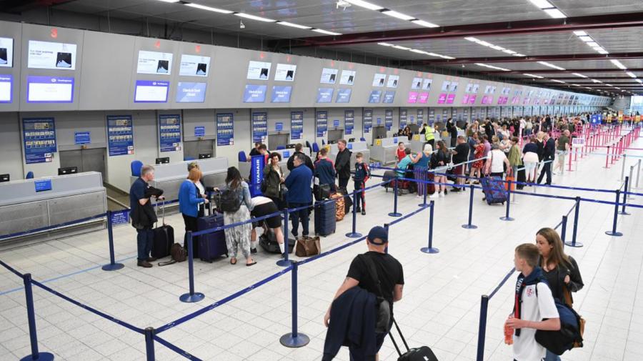 5 milioane de turiști britanici au administrat un vaccin neaprobat. Se pot confrunta cu interdicția de a călători în UE