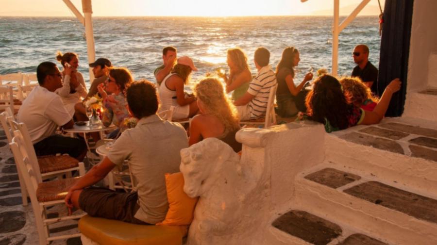 Restricții pe insula grecească Mykonos. Fără muzică în restaurante și baruri. Ce altceva?